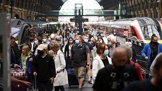 بريطانيا تسجل 50 وفاة جديدة بكوفيد في أكبر زيادة يومية منذ أبريل