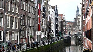 زيادة كبيرة في حالات كورونا بهولندا بعد رفع القيود لفترة قصيرة