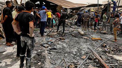 Crece la ira tras muerte de 92 personas en incendio hospital para pacientes COVID en Irak