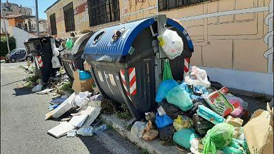 Protesta contro caos rifiuti su via Tuscolana, bloccato traffico