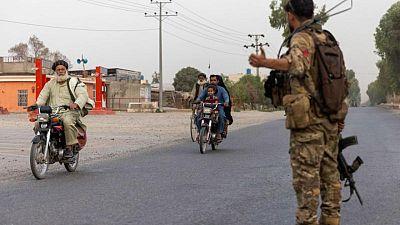 Los talibanes afirman controlar un cruce fronterizo clave de Afganistán con Pakistán