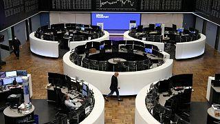 أسهم قطاع السفر تهبط بأوروبا مع تصاعد مخاوف التضخم