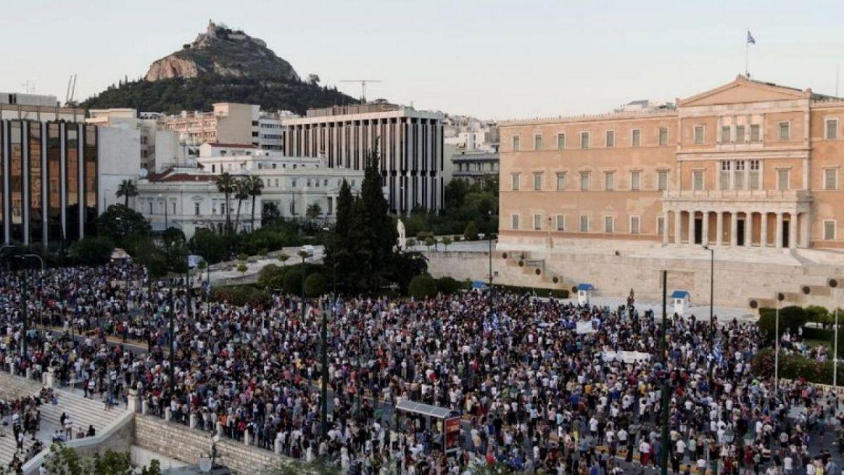 Nach Frankreich gehen nun auch die Griechen auf die Straße und wehren sich gegen die geplante Impfpflicht