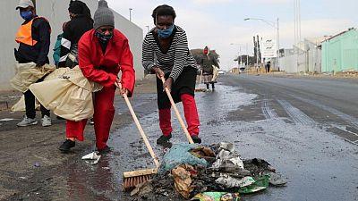 Los comercios hacen un recuento de los daños al comenzar a remitir los saqueos en Sudáfrica