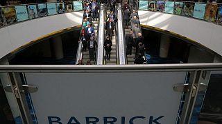Producción de oro de Barrick Gold cae 5,4% tras cierres por mantenimiento