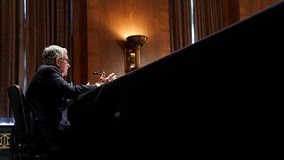 Powell es criticado por la inflación y las regulaciones en la audiencia en el Senado