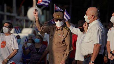 Raúl Castro encabeza marcha para defender el sistema político en Cuba tras las protestas