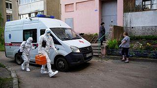 روسيا تسجل 24633 إصابة جديدة بكورونا و719 وفاة