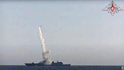 Rusia dice haber probado con éxito misil hipersónico alabado por Putin