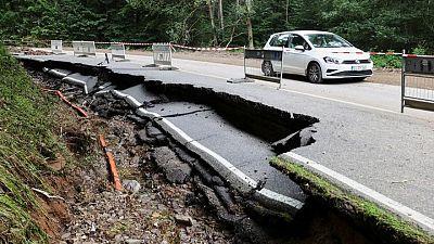وزير الداخلية الألماني يرفض الانتقادات للحكومة بسبب الفيضانات