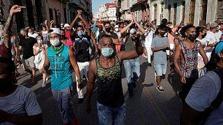 اضطرابات في كوبا مع مواجهة أعلى نسبة إصابات بكوفيد لعدد السكان بالأمريكتين