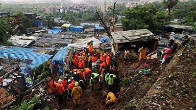 Fuertes lluvias azotan a ciudades en India, dejan al menos 35 muertos