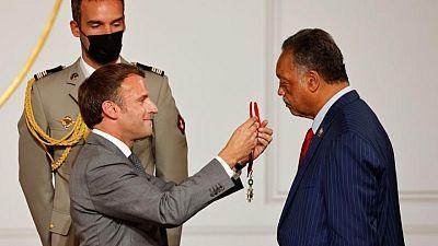 فرنسا تمنح القس الأمريكي جيسي جاكسون وسام جوقة الشرف