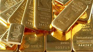 الذهب يرتفع بفضل انخفاض عوائد السندات وتهديد المتحورة دلتا