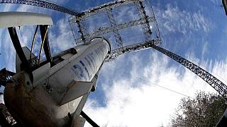 الملياردير الأمريكي بيزوس ينطلق في أول رحلة لشركته إلى الفضاء