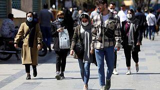 إيران تفرض العزل العام أسبوعا في طهران لمكافحة موجة خامسة من كوفيد