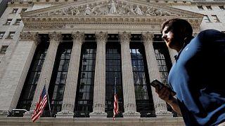 Wall Street reflota tras ola de ventas, resultados impulsan a IBM