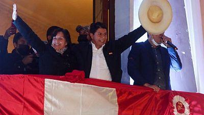 Castillo encara un Perú dividido luego de tensa elección en bicentenario de independencia