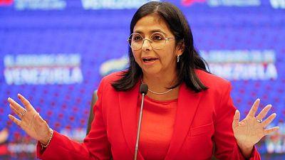 Vicepresidenta de Venezuela acude a asamblea de gremio empresarial, en una señal de distensión