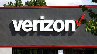 Verizon beats postpaid phone subscriber estimate