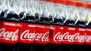 Coca-Cola eleva previsión de ventas ante rebote de la demanda por impulso de reapertura