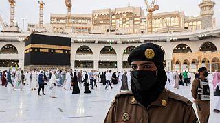 السعودية نيوز |      سعوديات يشاركن في تأمين الحجاج والمعتمرين لأول مرة في مكة والمدينة