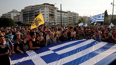 اشتباكات بين الشرطة اليونانية ومحتجين رافضين لحملة التطعيم ضد كوفيد-19