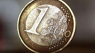 اليورو فوق قاع 3 أشهر ونصف أمام الدولار قبل قرار المركزي الأوروبي