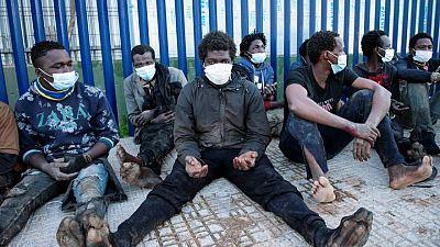 Más de 200 inmigrantes escalan la valla de entrada al enclave español de Melilla