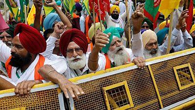 اعتصام مزارعين قرب البرلمان الهندي احتجاجا على قوانين زراعية