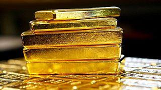 METALES PRECIOSOS-Oro opera estable por sobre los 1.800 dólares/onza ante dudas sobre retiro estímulo Fed
