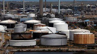 حصري-مصادر: دور محوري لشركة صينية في تجارة نفط إيران وفنزويلا