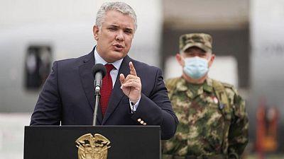 كولومبيا تعتقل 10 أشخاص بعد إطلاق النار على طائرة الرئيس