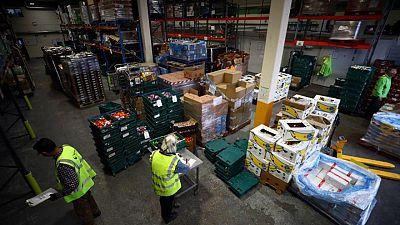 Reino Unido hará pruebas diarias de COVID en sector de alimentos para enfrentar problemas de abastecimiento