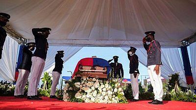 Dignatarios extranjeros se ponen a cubierto por protestas durante funeral del presidente de Haití