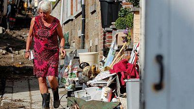 Las peores inundaciones en décadas arrasan con autos y aceras en una ciudad de Bélgica