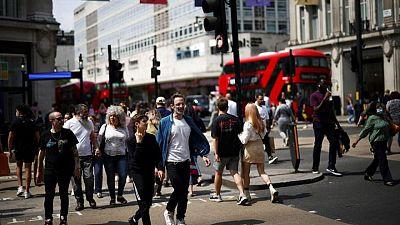 Los nuevos casos de coronavirus en Reino Unido caen a su nivel más bajo en tres semanas