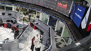 Mayoría de mercados de América Latina cierran con alzas; peso colombiano toca mínimo de 14 meses