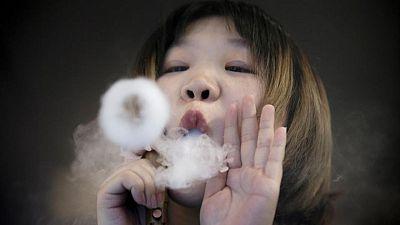 Los jóvenes son atraídos a la adicción al tabaco a través de cigarrillos electrónicos: OMS