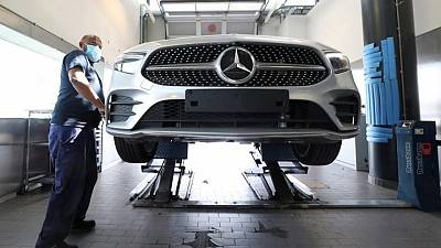 Daimler expects Mercedes Q3 sales significantly below Q2 - report