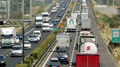 Chiusure per lavori in A1, caos partenze e mezzi pesanti