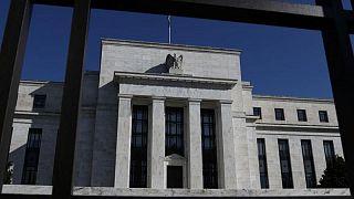 Powell de la Fed apuesta a que economía superará nueva alza de casos de coronavirus