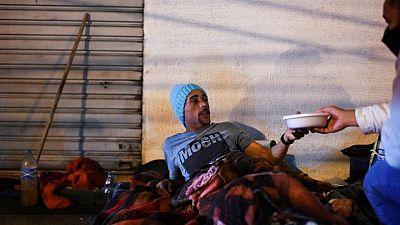 Personas sin hogar de Río de Janeiro enfrentan ola de frío sin precedentes