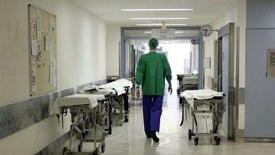 Però aumentano i ricoverati negli ospedali (+8,4%)