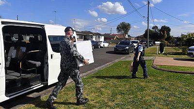 Australia refuerza las restricciones por COVID mientras el ejército patrulla Sídney
