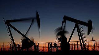 PETRÓLEO-Barril sube por mejor panorama para la demanda, interrupciones en Golfo de México