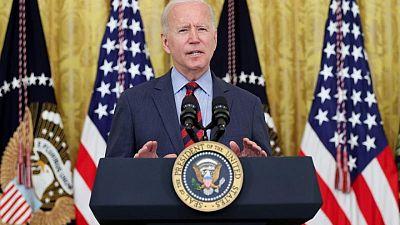 Biden pide a gobernador de Nueva York Cuomo que renuncie tras investigación por acoso sexual