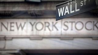Wall Street cae por descenso de acciones de banca e industria