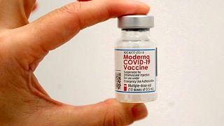 Moderna dice que su vacuna sigue siendo un 93% eficaz tras 4-6 meses de la segunda dosis