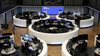 Las bolsas europeas ceden, aunque de camino a una fuerte subida semanal
